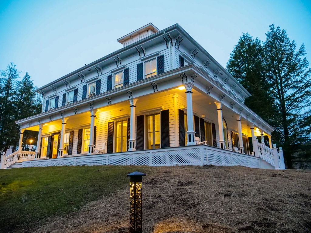 Roxbury_Stratton_Falls_Illumination Mansion House